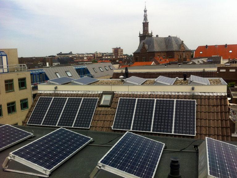 eerste-zonnepanelen-geplaatst